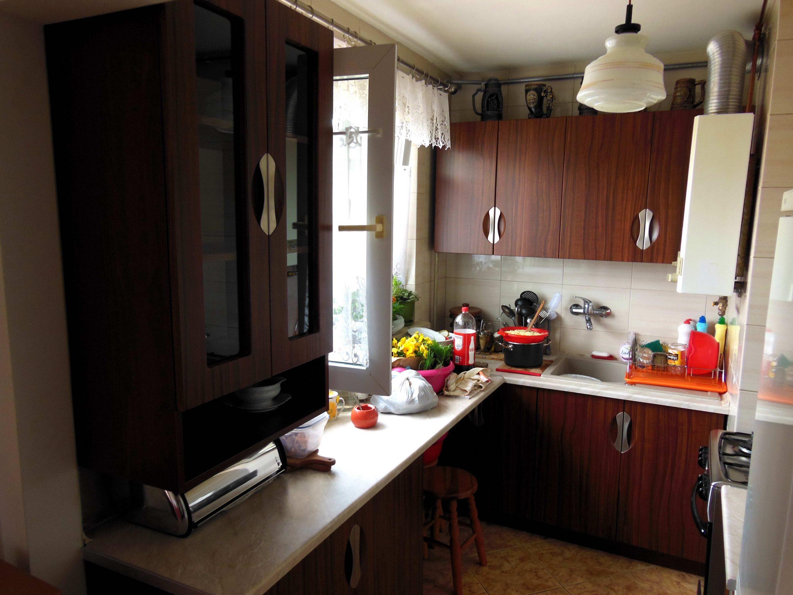 9. Mała zabudowa kuchenna w bloku